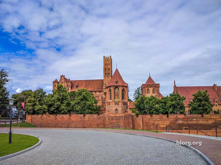 malbork castle entrance